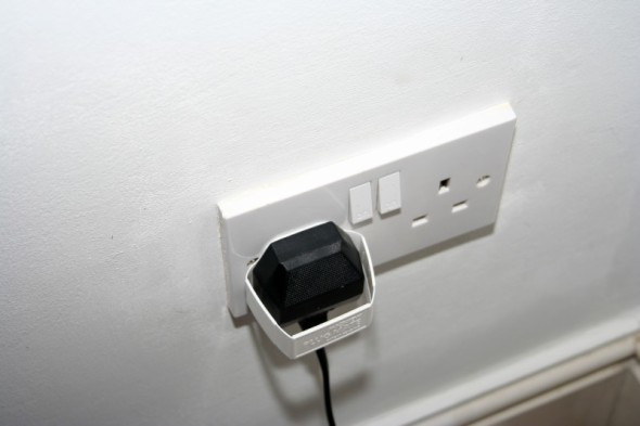 plugmates help you take a plug out of the socket